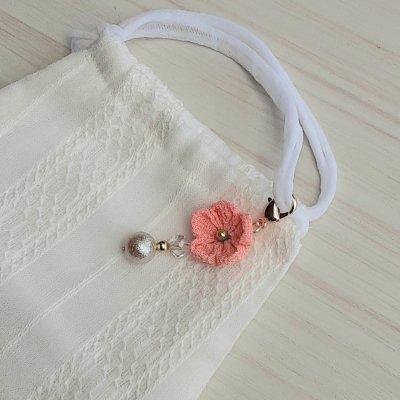ピンクのお花のつまみ細工のマスクチャーム
