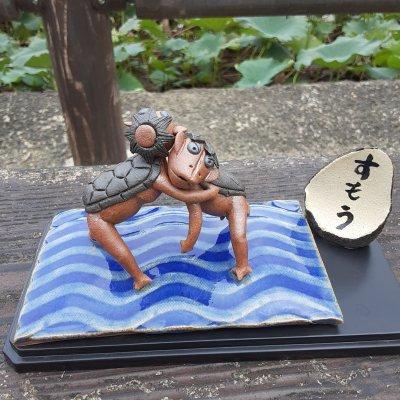 相撲を取る球磨川のがらっぱ(かっぱ)人形