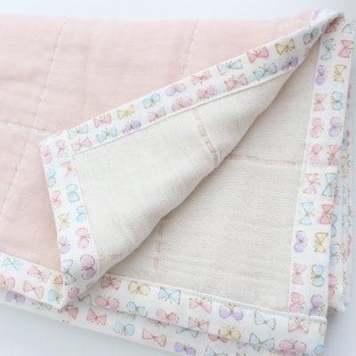 【himemiyaさま専用ページ】ピンクに白いちょうちょリボン柄のガーゼケット(おくるみ/ひざかけ)出産祝いやひざかけに