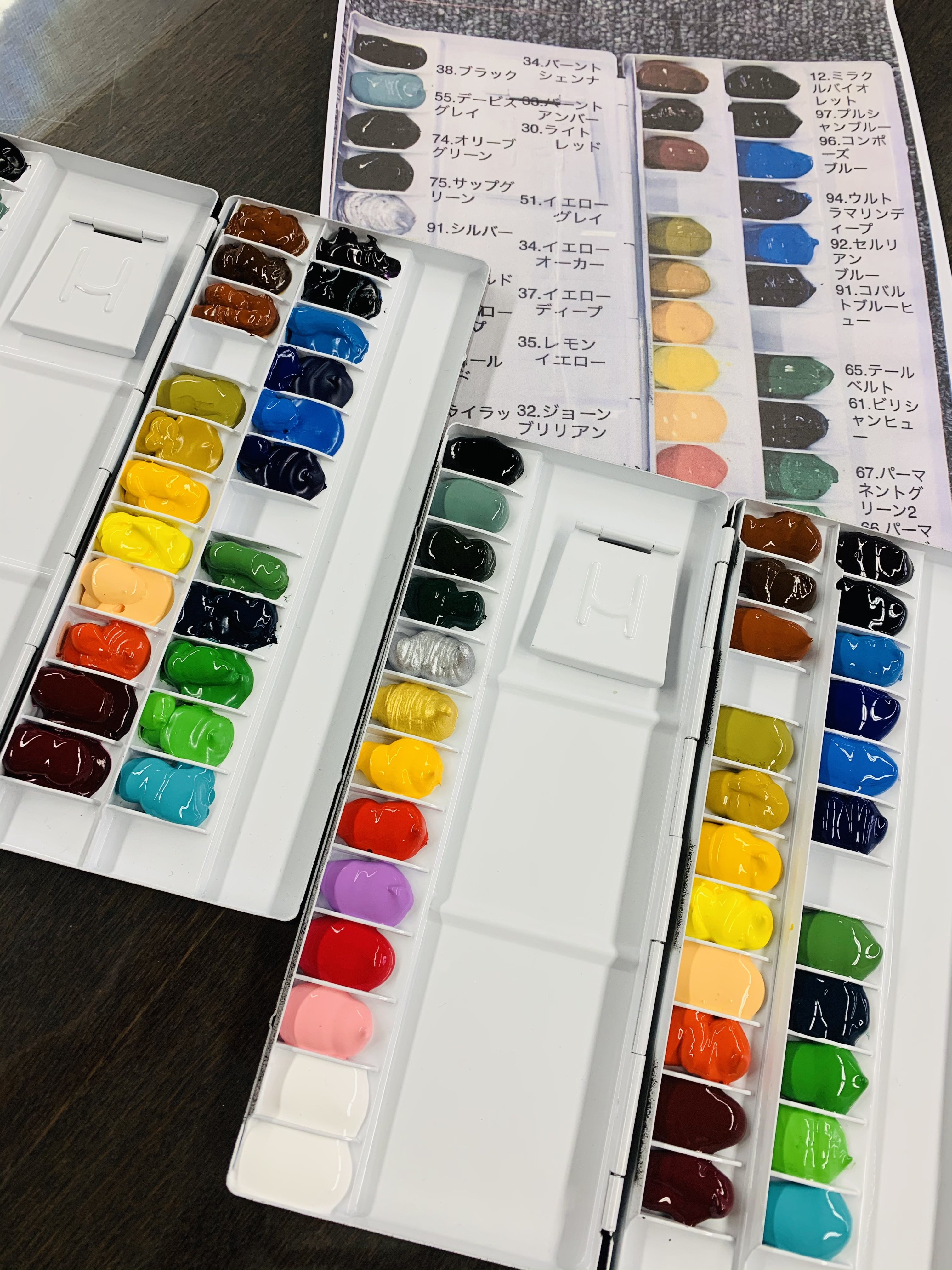 ホルベイン水彩絵の具35色パレットのイメージその1