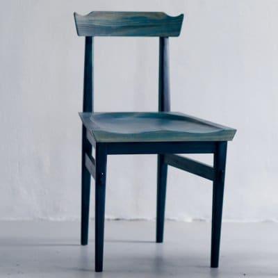 琉球松を琉球藍で藍染した家具 AIJUチェアー