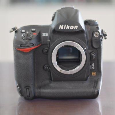 Nikon D3 一眼レフフラッグシップ機 CFカード×2 プロストラップ付き