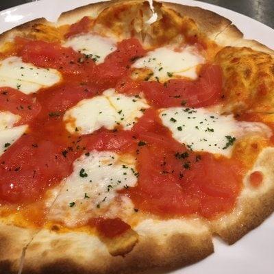 テイクアウト[フレッシュトマトとモッツァレラチーズのピザ]店頭受け取り