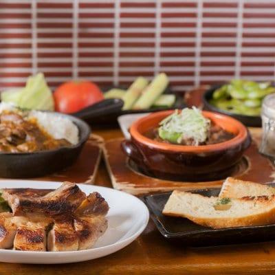 〈店内飲食〉〈3名様用〉〈現地払い〉大人気の料理を中心に肉を堪能コース!!(飲み放題2.5h付き)