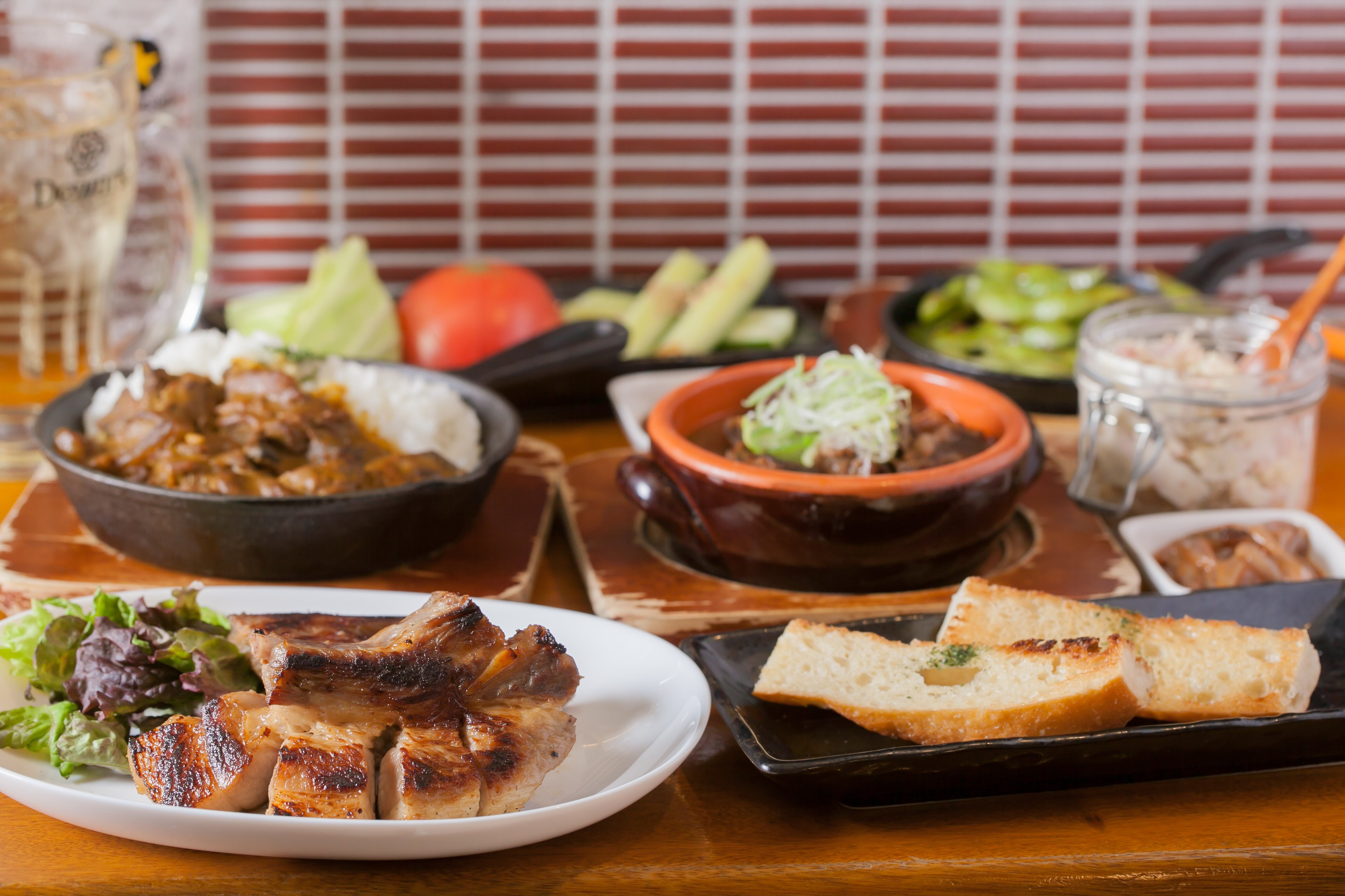 〈店内飲食〉〈2名様用〉〈現地払い〉大人気の料理を中心に肉を堪能コース!!(飲み放題2.5h付き)のイメージその1