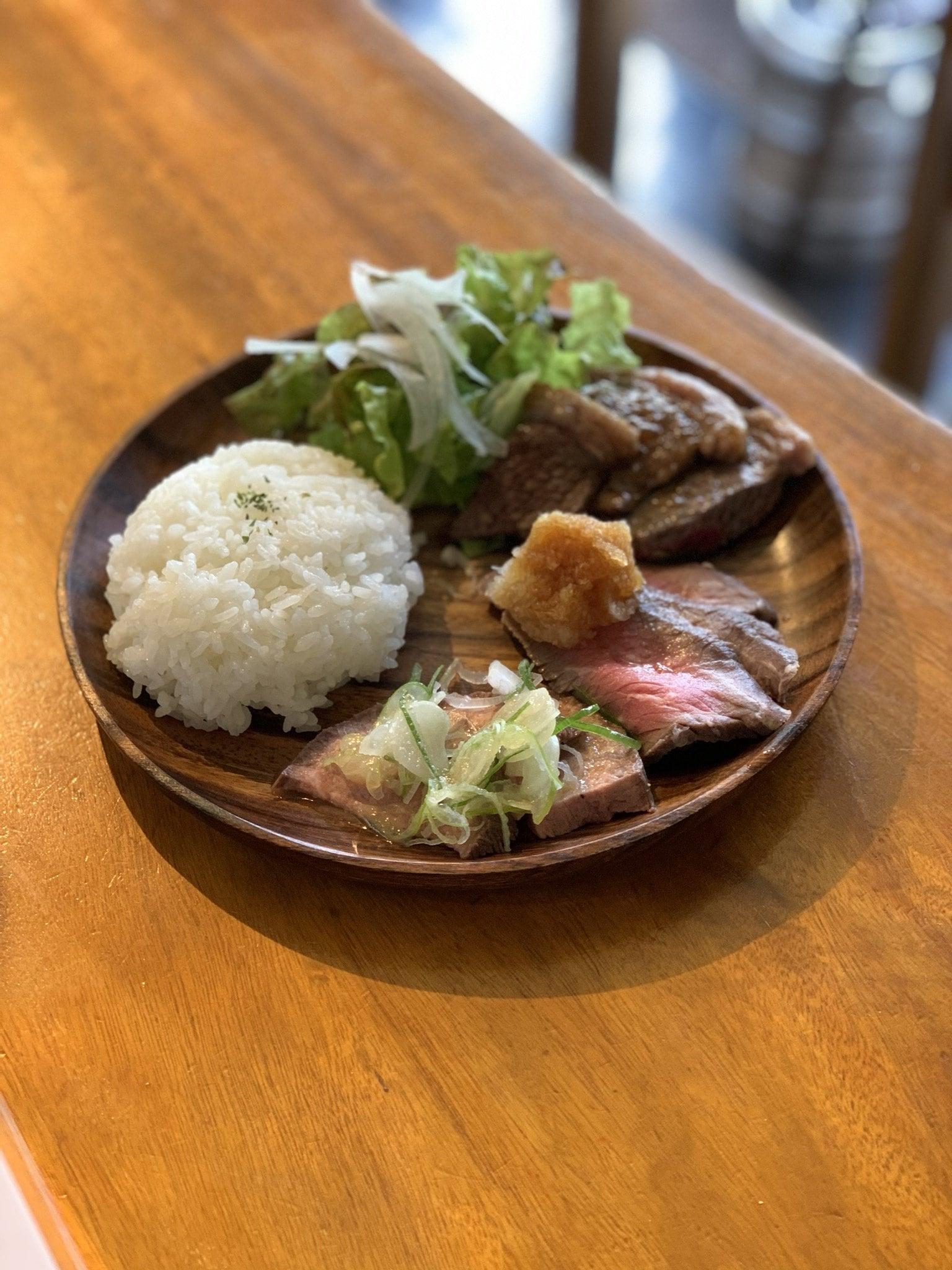 〈ランチ限定〉《店内飲食》肉の盛り合わせランチのイメージその1
