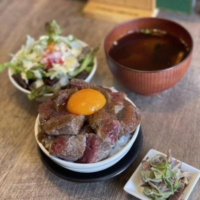 《ランチ限定》《店内》国産牛 ステーキ丼《大人気》