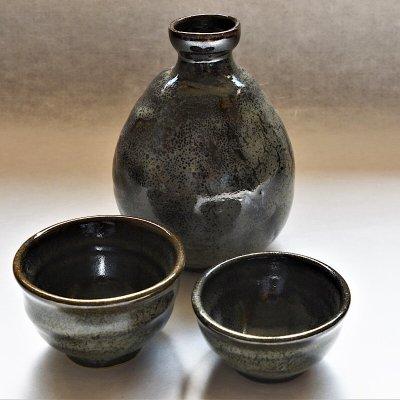 黒飴長石釉酒器3点セット(徳利+ぐい呑み2)