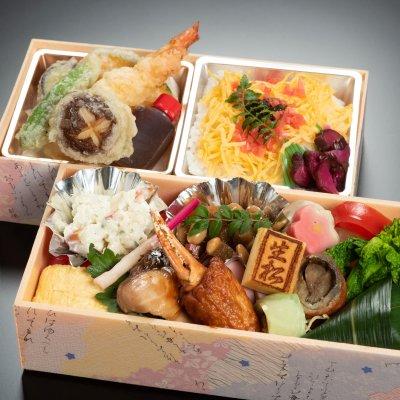 キャッシュレス懐石弁当 『彩り二段弁当(天ぷら)』