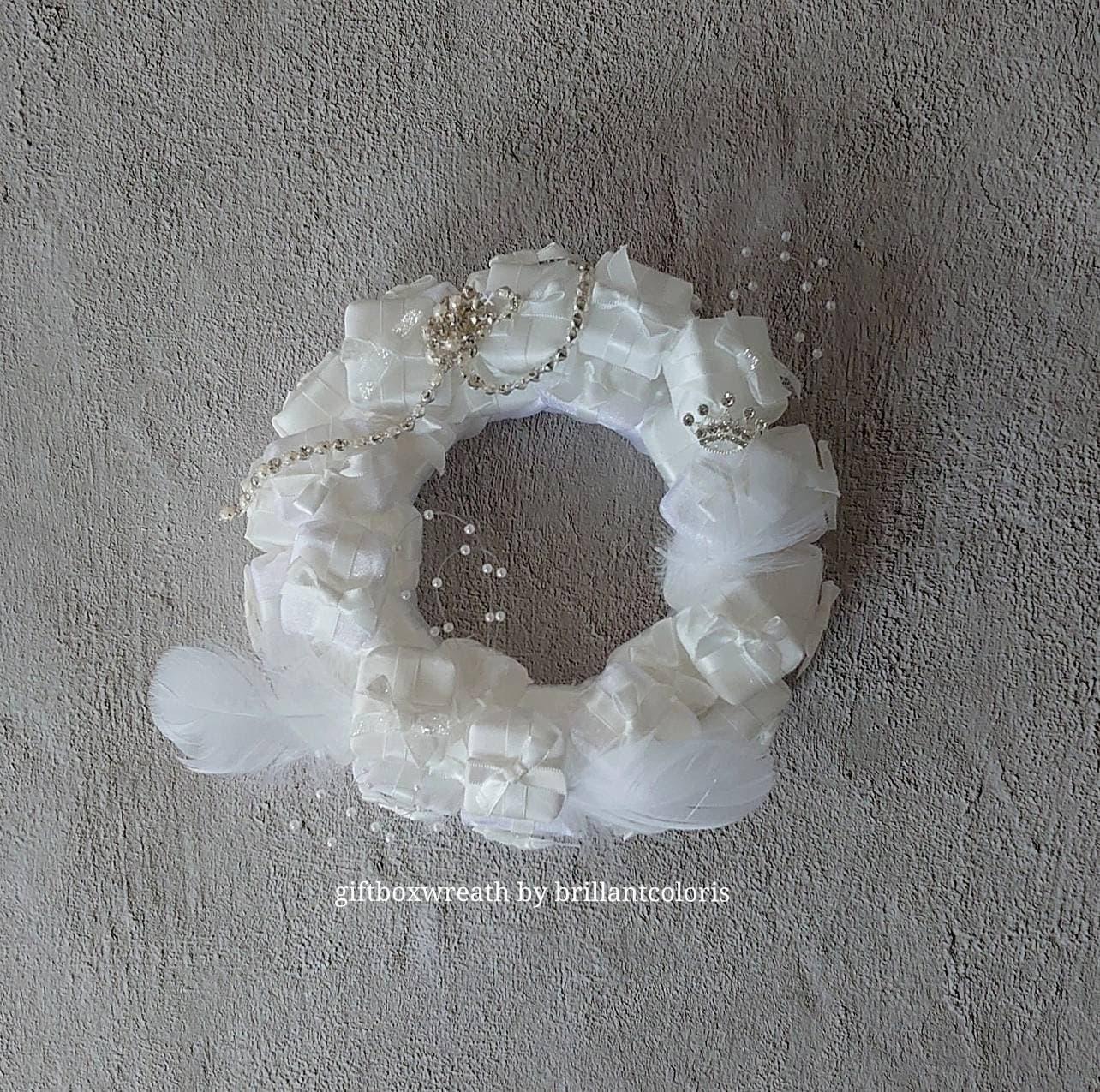 Gift Box Wreath byBrilliant Coloris ライセンスフリーレッスンのイメージその2