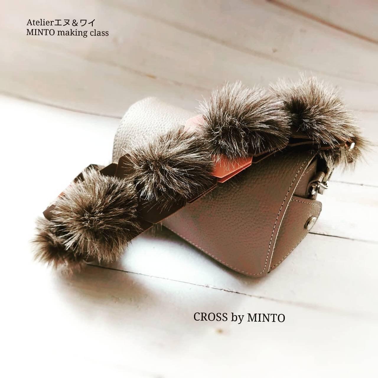 秋冬はファー仕様 小ぶりなお財布バッグ❤  MINTOシリーズ 【CROSS】by MINTO オンラインレッスン要ご相談のイメージその1