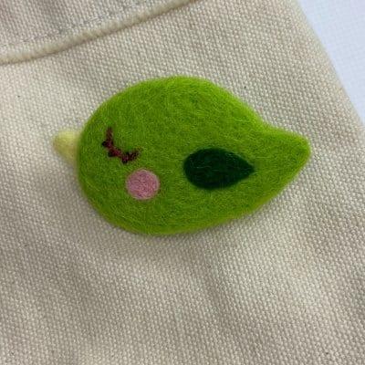 羊毛フェルト 鳥っこブローチ グリーン