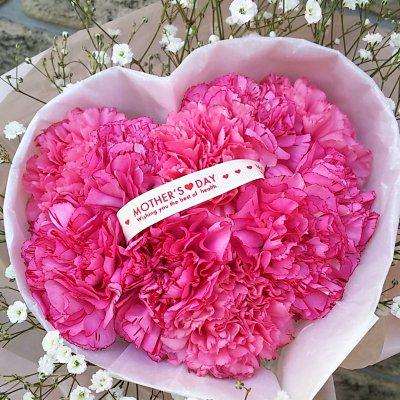 5月は母の月!一番人気!かわいいハート形♪ カーネーションのハート型ブーケ!!  送料込!