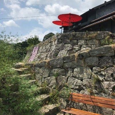 オリエンタル雑貨+カフェ Ora(おーら)/✿石垣の上に建つ古民家。山里の風景を眺めながらゆっくりお過ごし頂けます♡/いなさマップ「18」