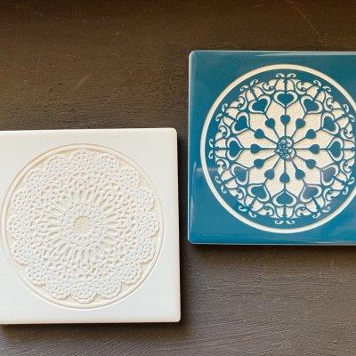 【白・青】吸収性の良いタイルコースター2枚組