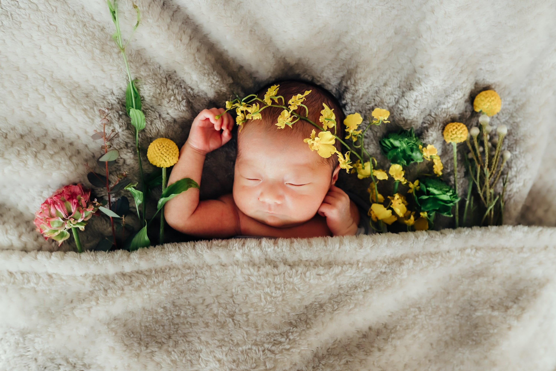 生花と赤ちゃんとありのままフォトの欲張りニューボーンフォト 上ボーンのイメージその6