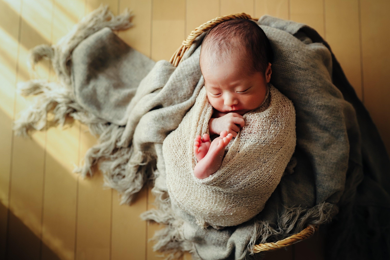 生花と赤ちゃんとありのままフォトの欲張りニューボーンフォト 上ボーンのイメージその5