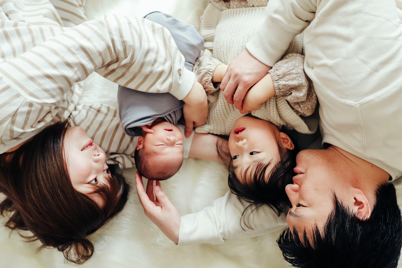 生花と赤ちゃんとありのままフォトの欲張りニューボーンフォト 上ボーンのイメージその2