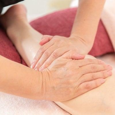 手や足の簡単マッサージ|オンラインレッスン60分|介護やご家族へのスキンシップ|アムールドゥビーナスサロン
