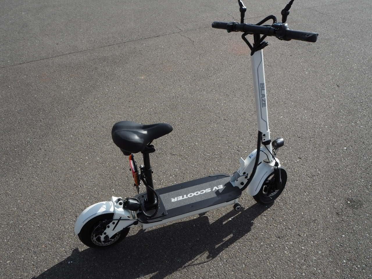 100%電気で動く折畳み可能な電動バイク ブレイズEVスクーター(ホワイト色)【現金払い・銀行振り込み専用チケット】のイメージその1