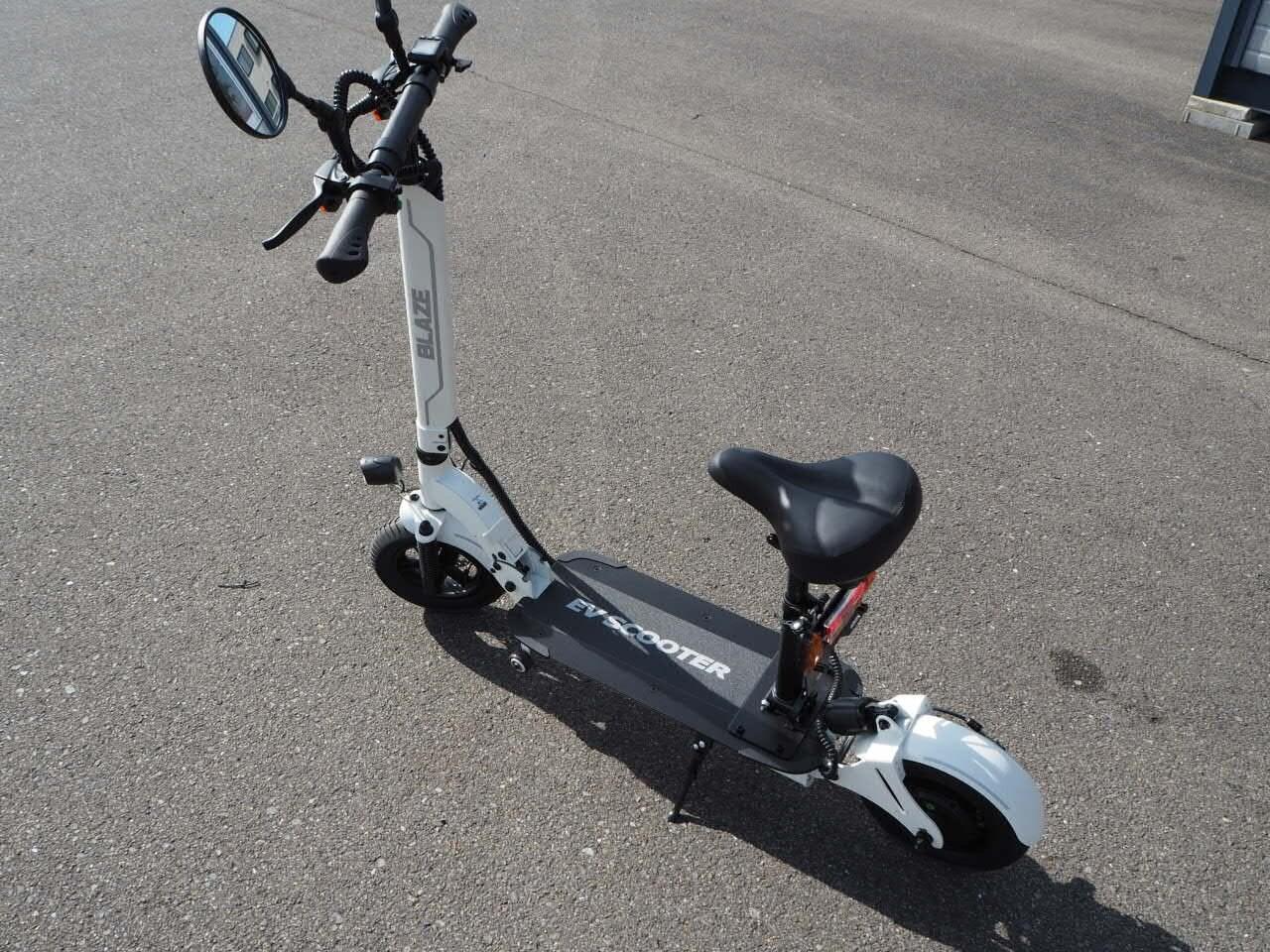 100%電気で動く折畳み可能な電動バイク ブレイズEVスクーター(ホワイト色)【現金払い・銀行振り込み専用チケット】のイメージその3