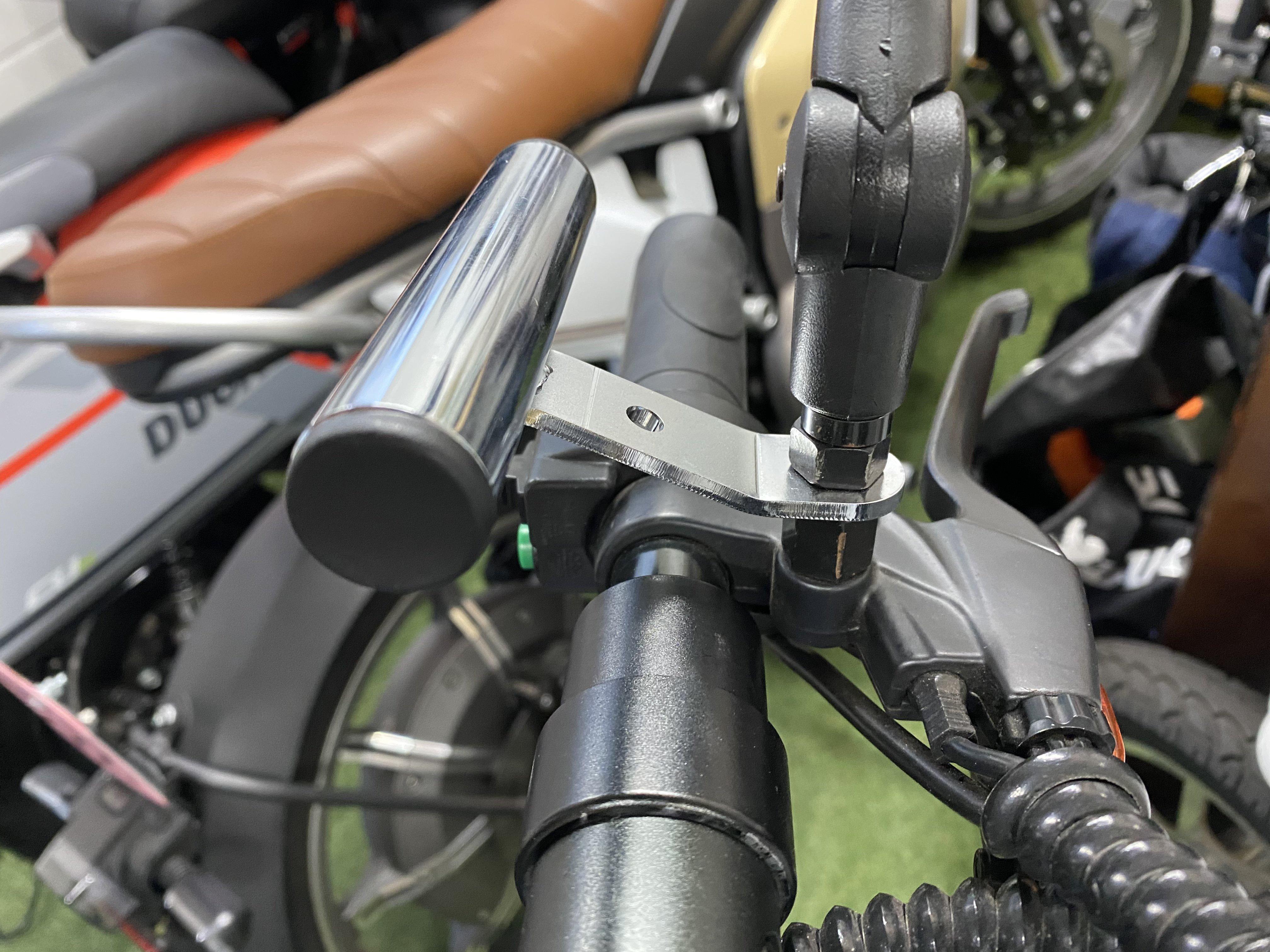 デイトナ バイク用 クランプバー ミラー用(M10/M8対応) マルチバーホルダー 100mm(カラー ブラック)のイメージその2