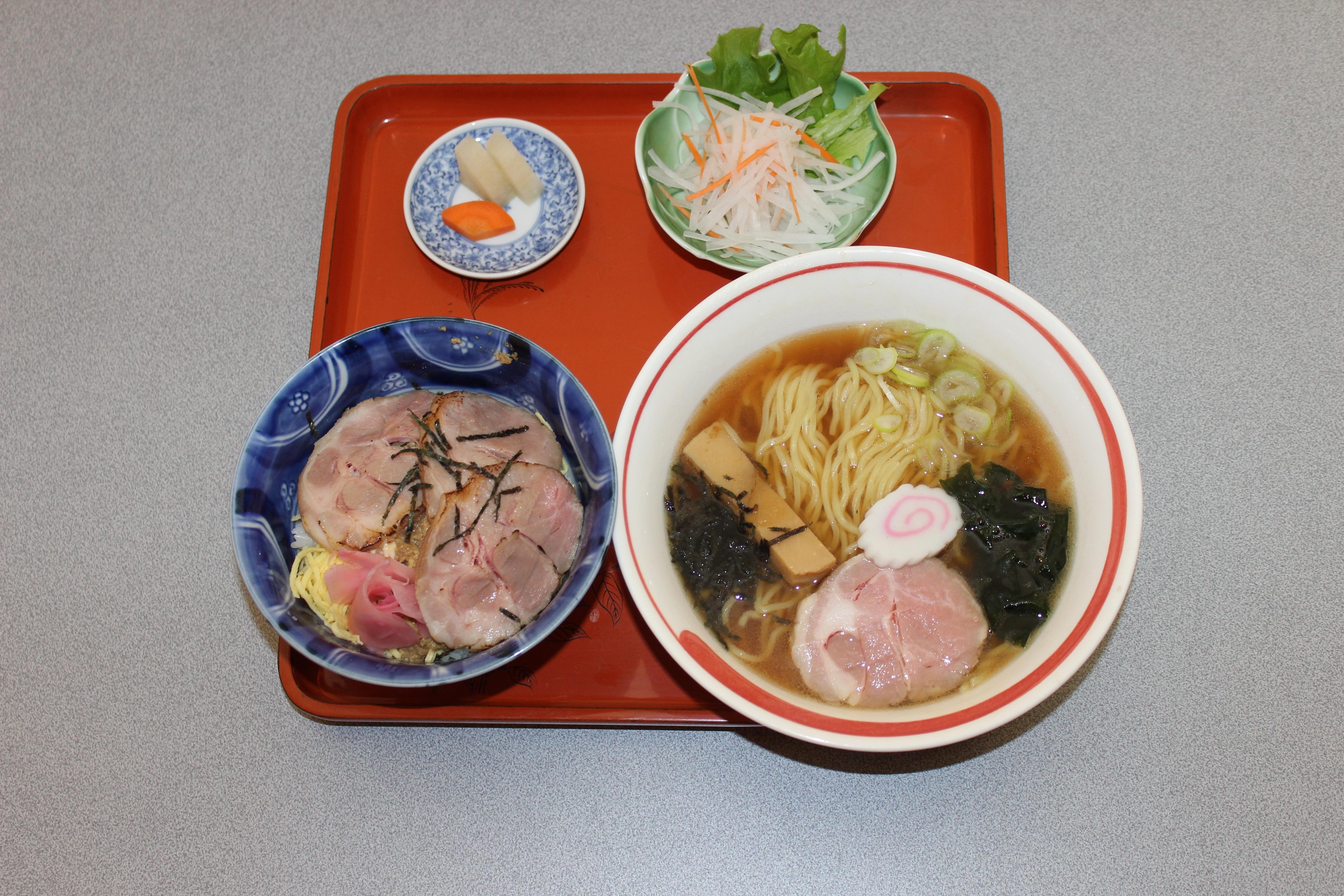 ミニチャーシュー丼&蕎麦、うどん、ラーメン選べるCセット(ランチ、ディナー両方ご利用いただけます)のイメージその1