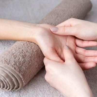 アロマハンドトリートメント/アロマの香りに包まれながら癒しの30分/肩らくらく腕のむくみもすっきり