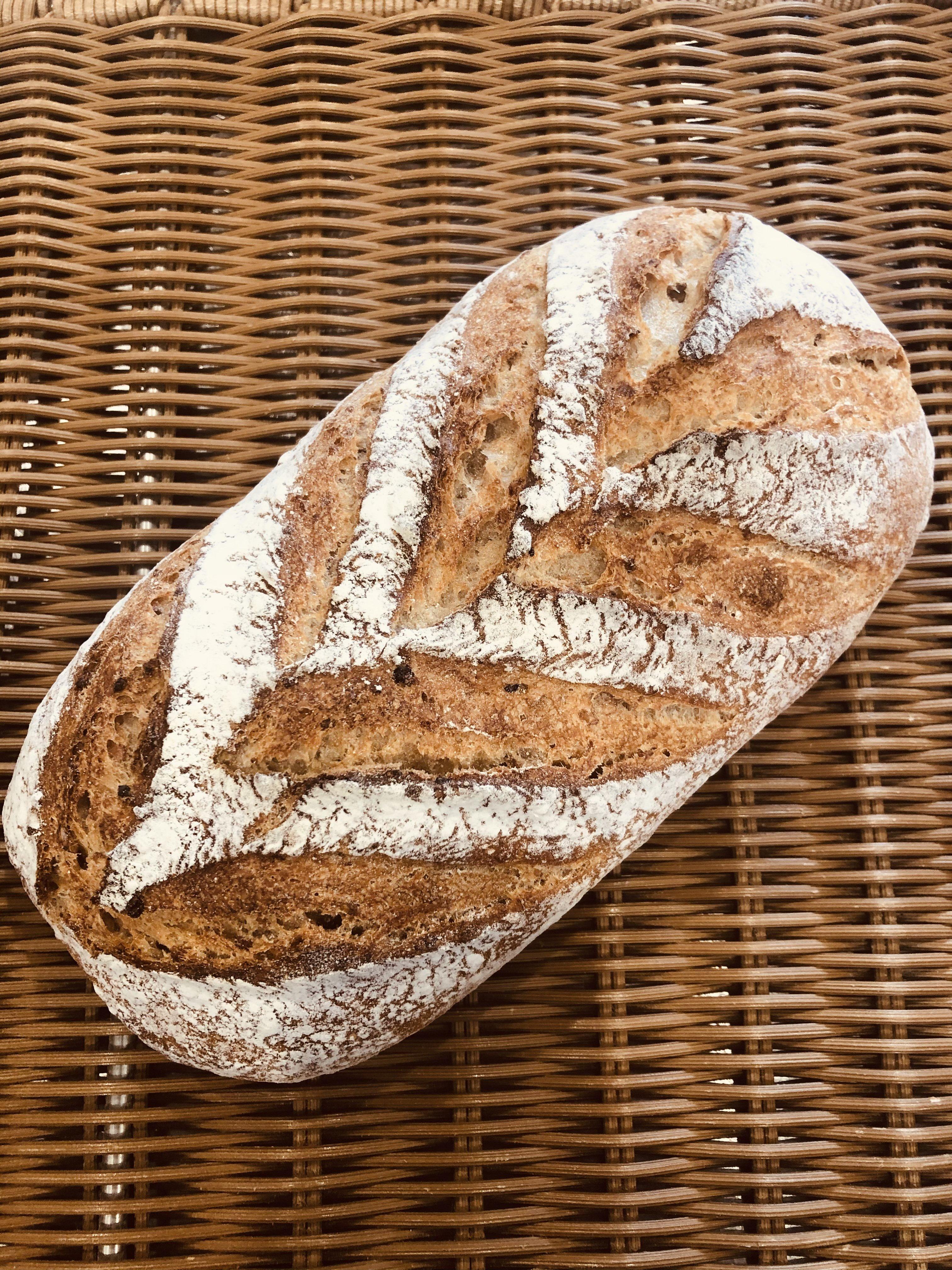 炊き込み玄米パンレジオン(無農薬玄米と16種の穀物を炊き込んで練り込んた田舎パン)のイメージその1