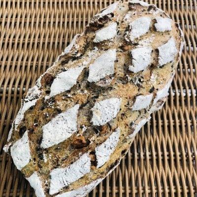 ペイザンテール(くるみと生わかめをたっぷり練り込んだ田舎パン)