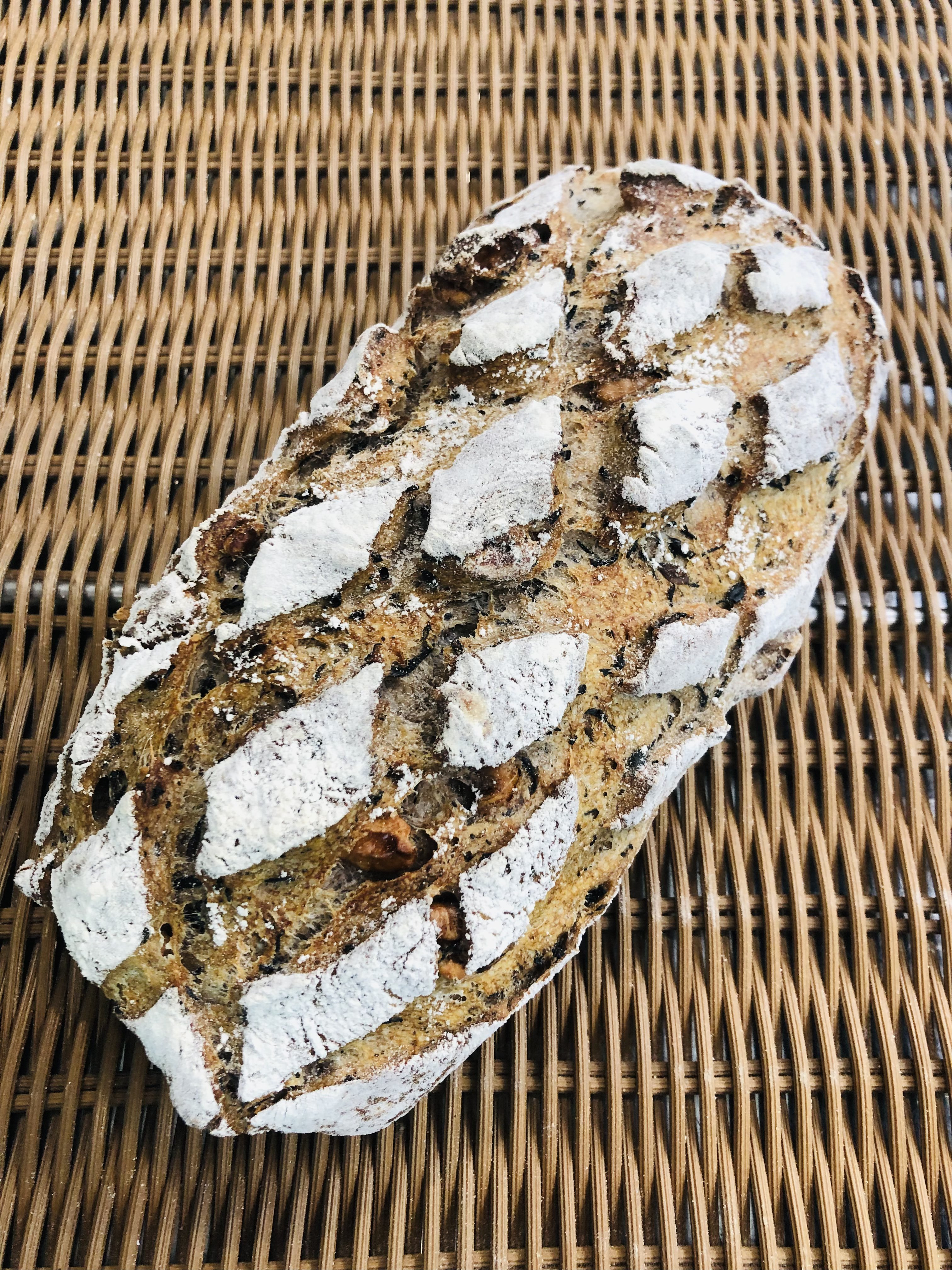 ペイザンテール(くるみと生わかめをたっぷり練り込んだ田舎パン)のイメージその1