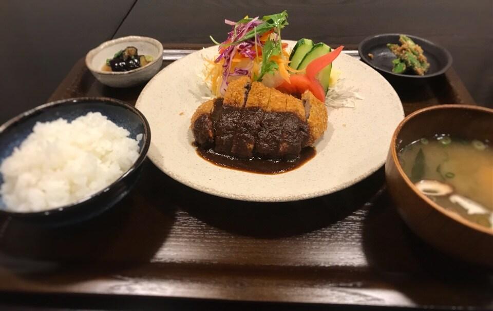 和牛ビフカツ定食(ライス・みそ汁・サラダ・小鉢2品付)