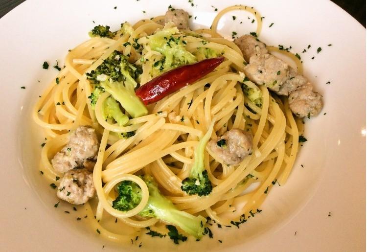 自家製ソーセージとブロッコリーのペペロンチーノスパゲッティ