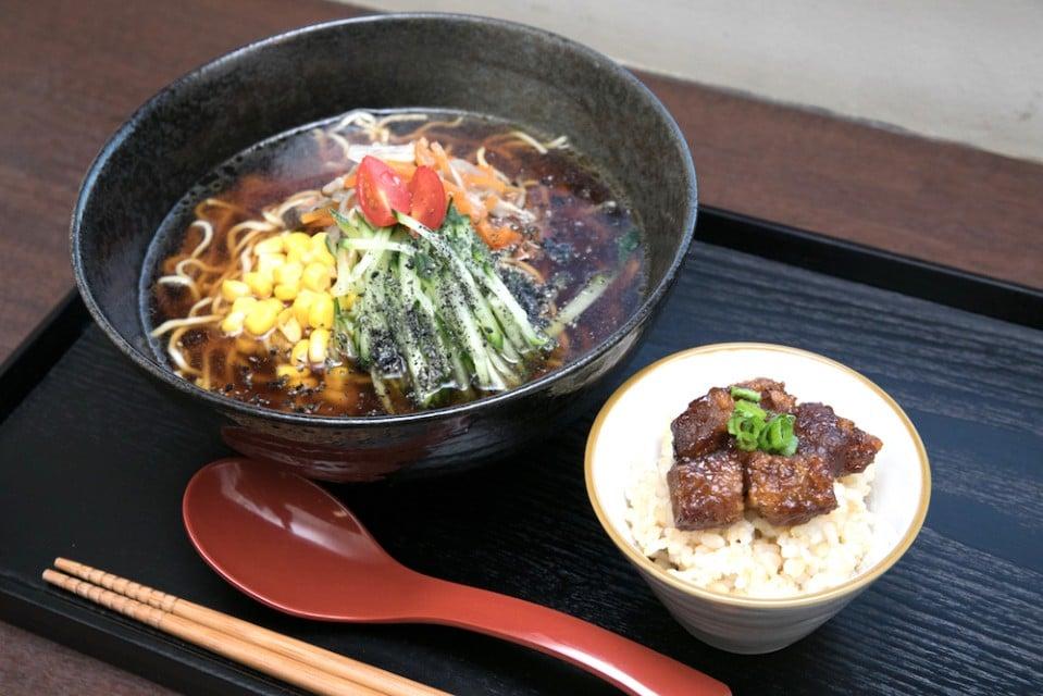 卵なしの中華麺と選べるスープ ベジラーメン(ごまみそ・塩・醤油) ミニ丼付