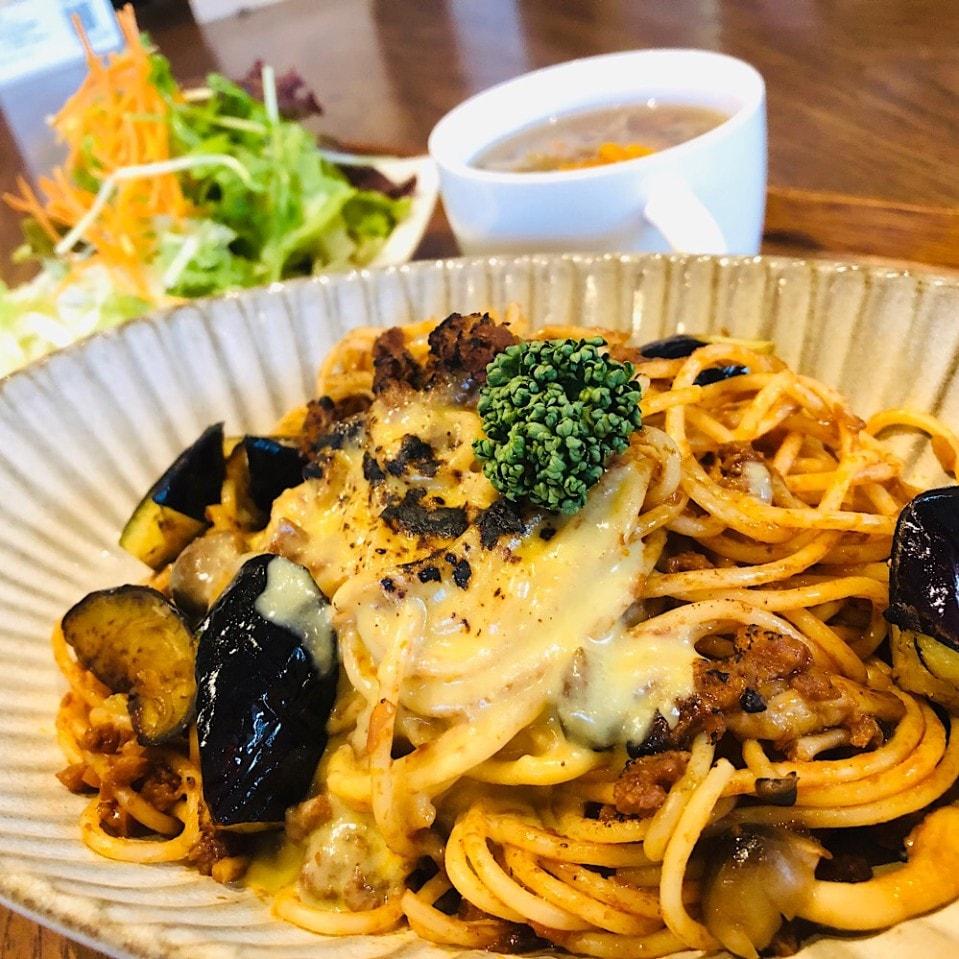 お肉ごろごろナスボロネーゼ(サラダ・スープ付)
