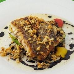 天然魚のポワレ ガーリックバルサミコソース