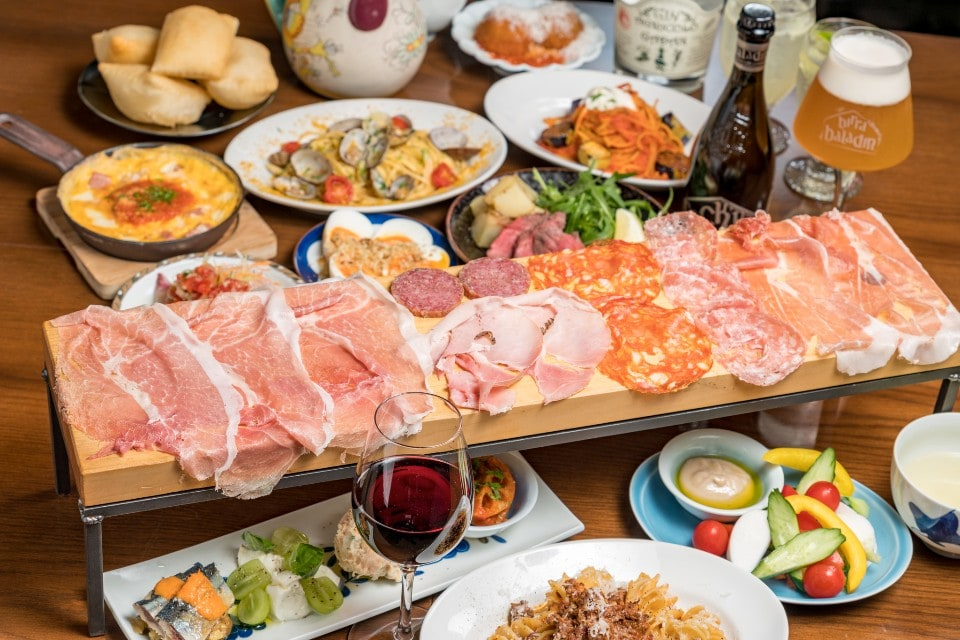 歓送迎会に!Petaloのウリ!!生ハムサラミ6種盛りを含めた6皿+2時間半飲み放題付コース!!