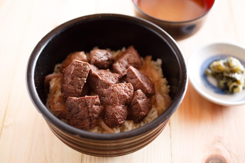 鯨カットステーキ丼