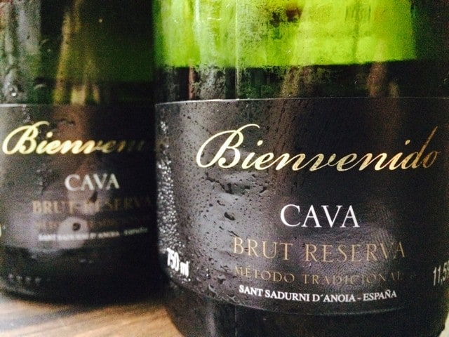スペイン産スパークリングワイン ボトル