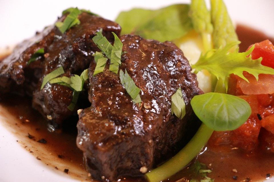 博多和牛のホホ肉の赤ワイン煮込み