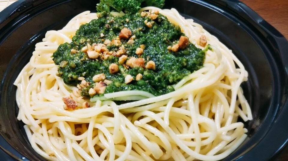 やみつきスモーキーミートパスタ(小松菜ミートソース)