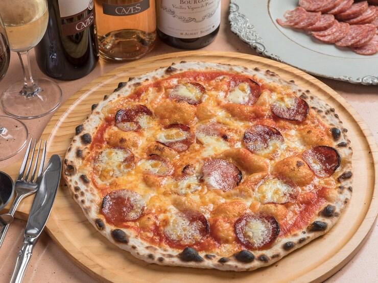 サラミソーセージピザ