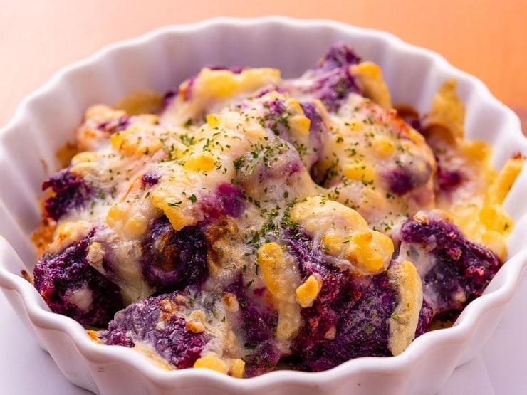 紅イモとベーコンのチーズ焼き