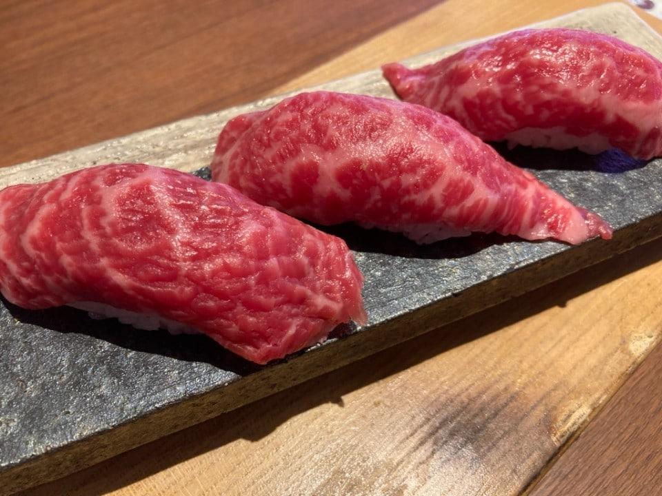 漢方牛炙り寿司(3貫)