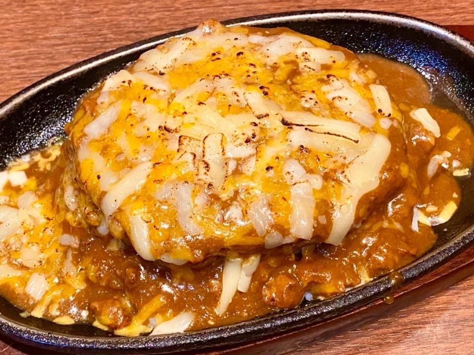 <名物>2色の焼きチーズハンバーグカレー