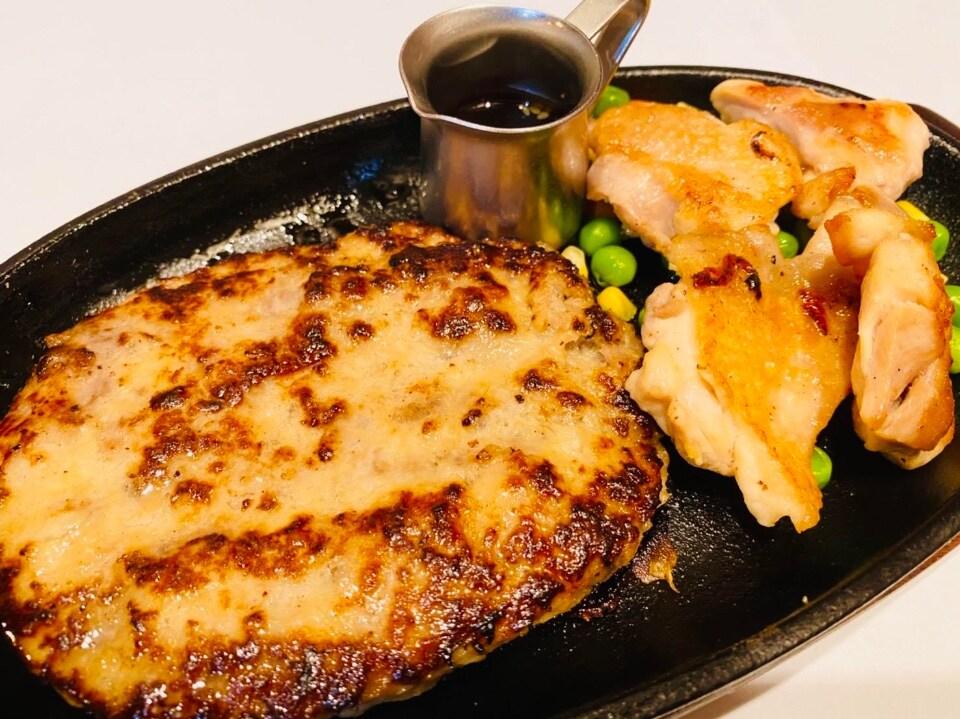 ハンバーグ&チキンカットステーキ