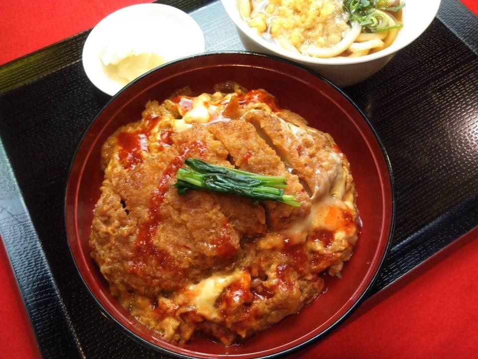 【水】ピリ辛!赤いカツ丼