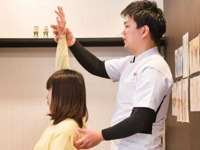 兵庫県宝塚市の波動医学を用いたレゾナンス療法です。スピリチュアル好きがハマる占いと施術が融合した原因療法です。