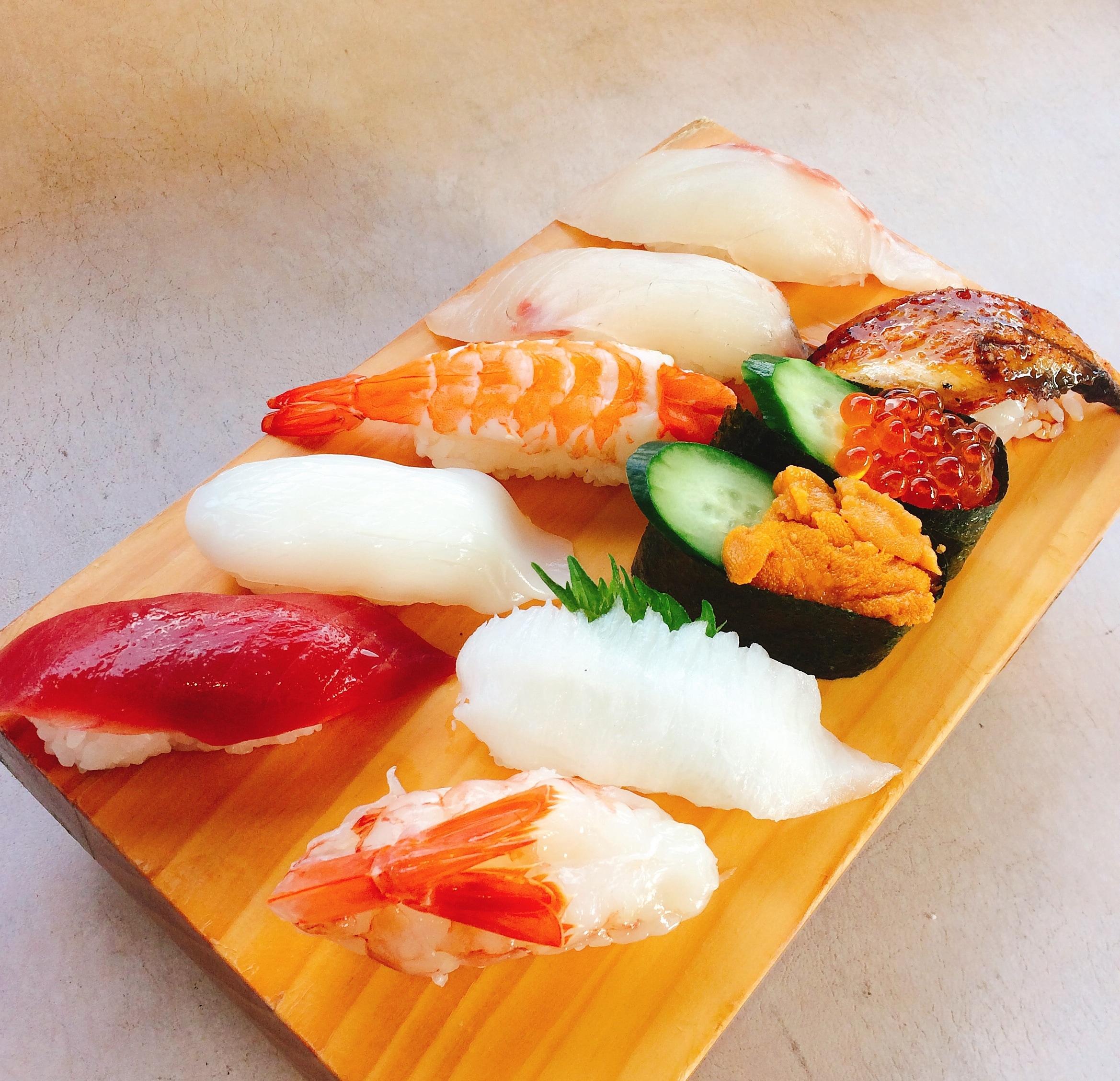 熊本県人吉 球磨郡/回転寿司まぐろやサンロードシティ店まぐろや上握り10貫盛り