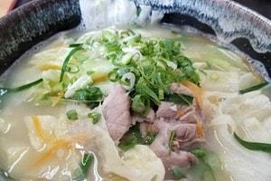 宮古島にある鶏出汁宮古そばを味わえるお店中休味商店 スタミナ野菜そば